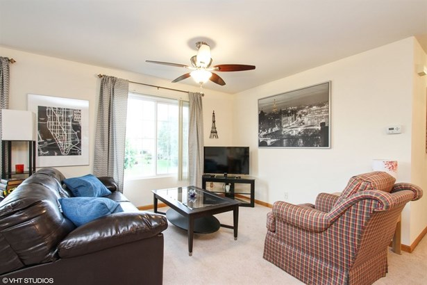 Condo - Woodstock, IL (photo 2)