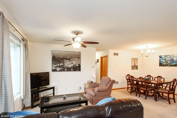Condo - Woodstock, IL (photo 3)