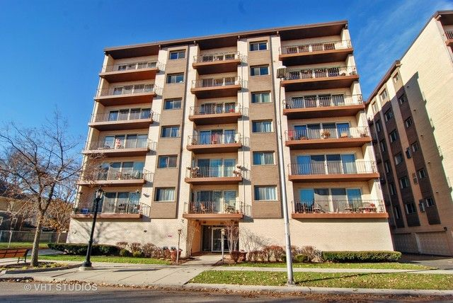 Condo - Forest Park, IL (photo 1)