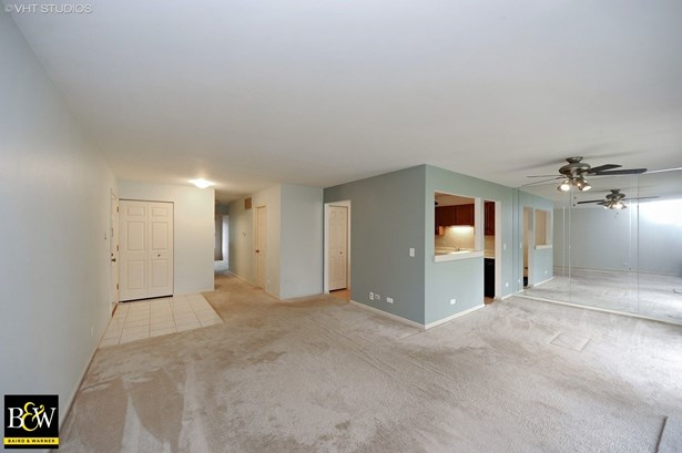Townhouse - Prospect Heights, IL (photo 3)