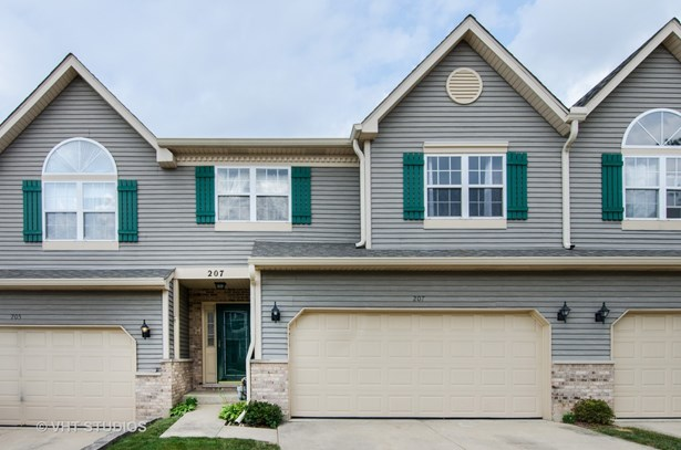 Townhouse - East Dundee, IL (photo 1)
