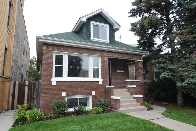 Bungalow, Detached Single - Chicago, IL (photo 1)