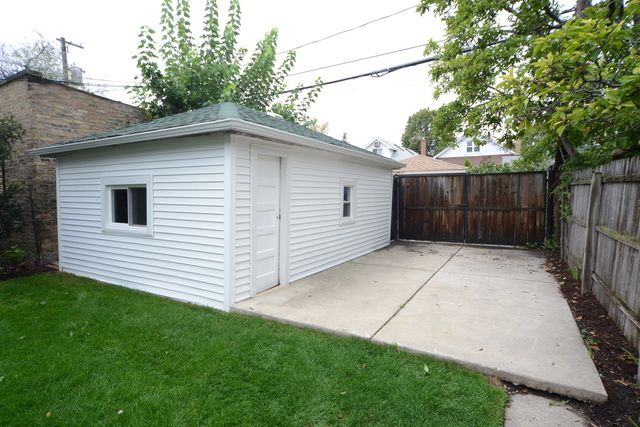 Bungalow, Detached Single - Chicago, IL (photo 2)