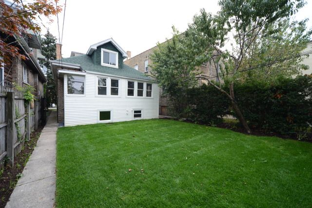 Bungalow, Detached Single - Chicago, IL (photo 3)