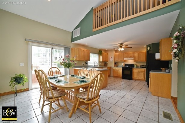 Traditional, Detached Single - Streamwood, IL (photo 4)