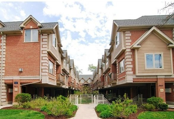 Townhouse - Brookfield, IL (photo 1)