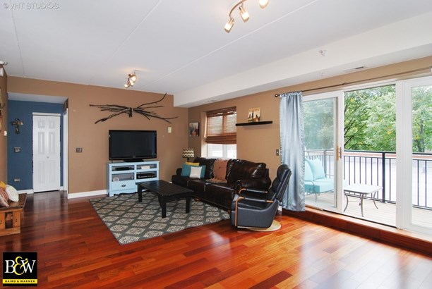 Condo - Elmwood Park, IL (photo 2)