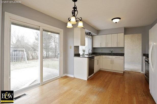 Contemporary, Detached Single - Lake In The Hills, IL (photo 4)