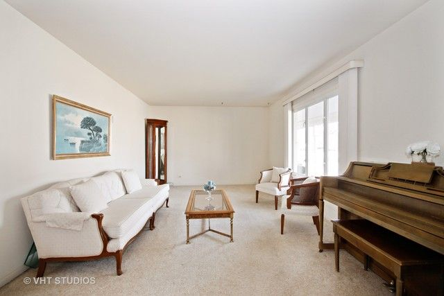 Traditional, Detached Single - Chicago Heights, IL (photo 2)