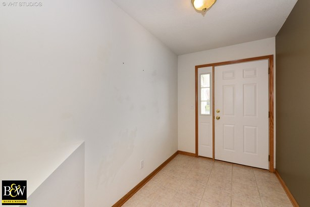 Townhouse - Sycamore, IL (photo 2)