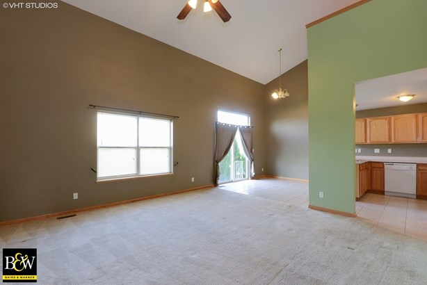 Townhouse - Sycamore, IL (photo 4)