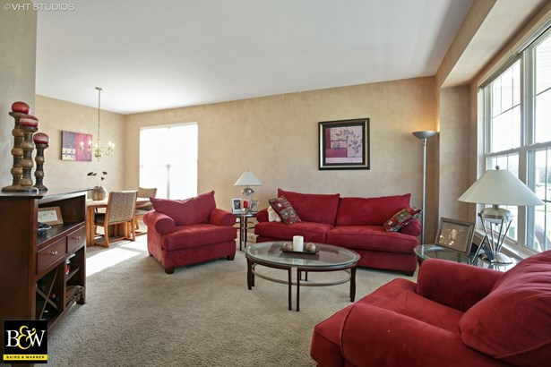 Traditional, Detached Single - Huntley, IL (photo 5)