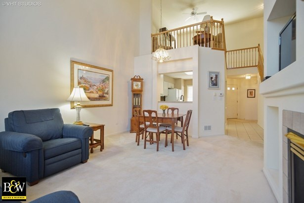 Townhouse - Prospect Heights, IL (photo 4)