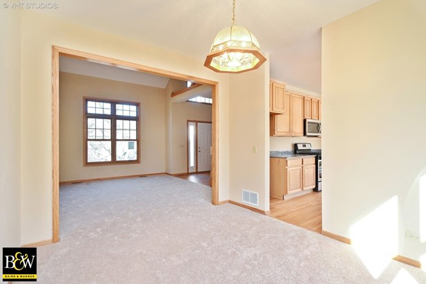 Traditional, Detached Single - Spring Grove, IL (photo 2)