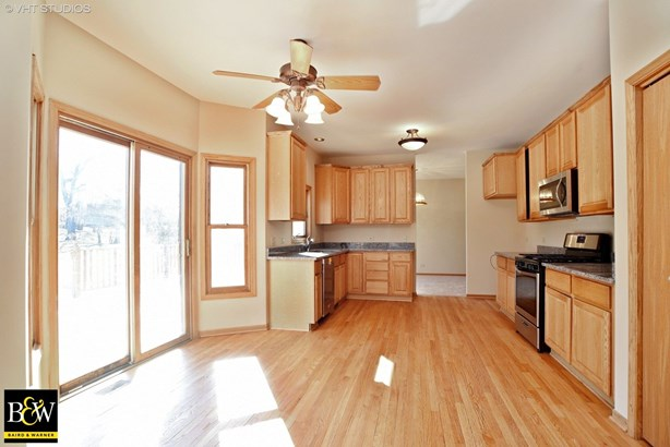Traditional, Detached Single - Spring Grove, IL (photo 4)