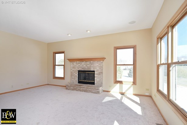 Traditional, Detached Single - Spring Grove, IL (photo 5)