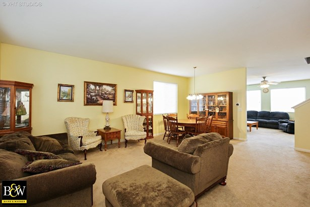 Traditional, Detached Single - Pingree Grove, IL (photo 2)