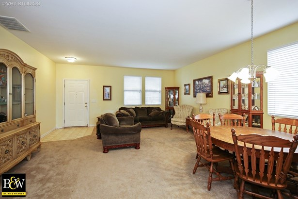 Traditional, Detached Single - Pingree Grove, IL (photo 3)