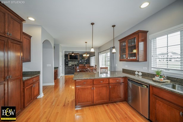 Traditional, Detached Single - Shorewood, IL (photo 5)