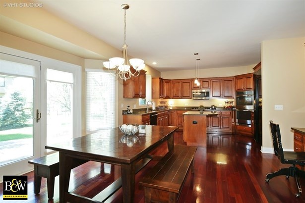 Traditional, Detached Single - South Elgin, IL (photo 5)