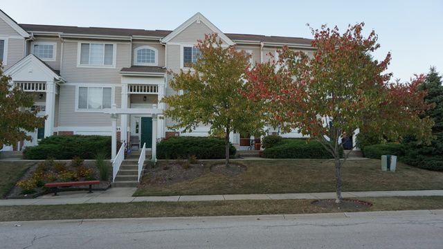 Townhouse - Elk Grove Village, IL (photo 1)
