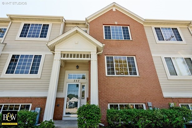 Townhouse - Des Plaines, IL (photo 1)