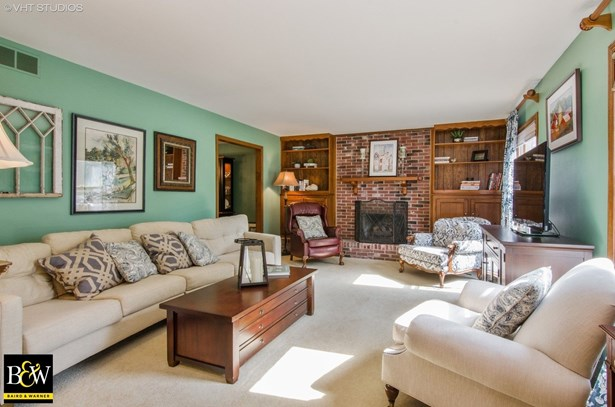 Colonial, Detached Single - Crystal Lake, IL (photo 2)