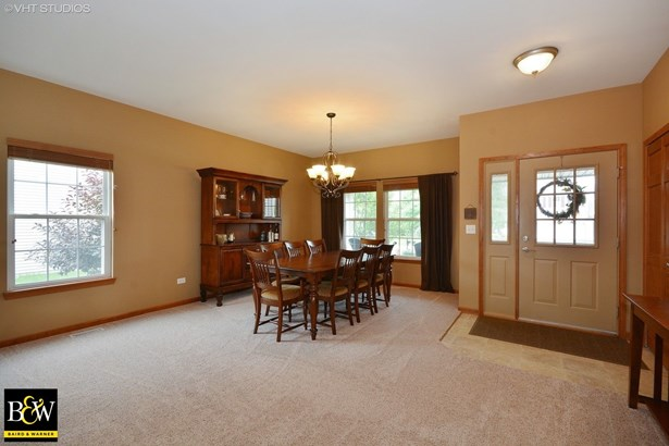 Traditional, Detached Single - Elburn, IL (photo 2)