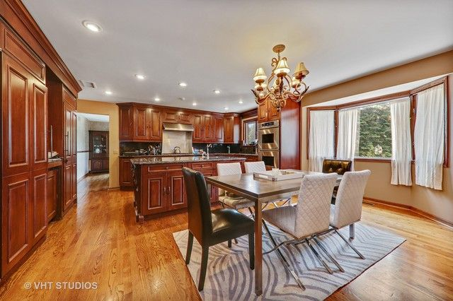 Traditional, Detached Single - Willowbrook, IL (photo 3)
