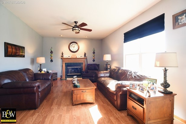 Colonial, Detached Single - Lakemoor, IL (photo 2)