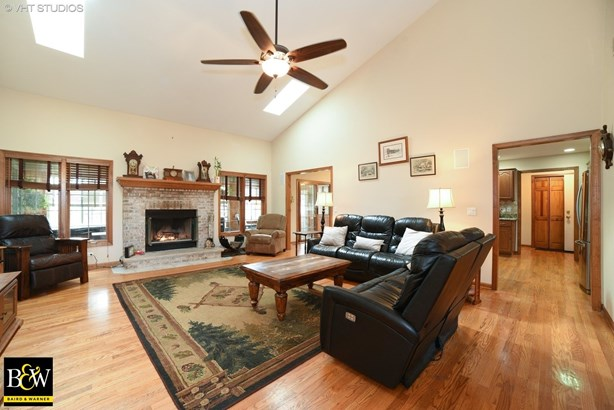 Ranch, Detached Single - St. Charles, IL (photo 3)