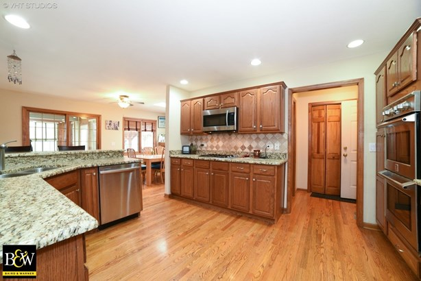 Ranch, Detached Single - St. Charles, IL (photo 4)