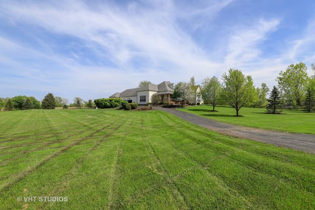 Traditional, Detached Single - Wadsworth, IL (photo 1)