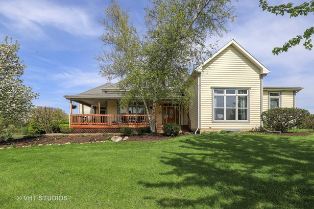 Traditional, Detached Single - Wadsworth, IL (photo 3)