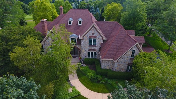 Traditional, Detached Single - Lake In The Hills, IL (photo 3)