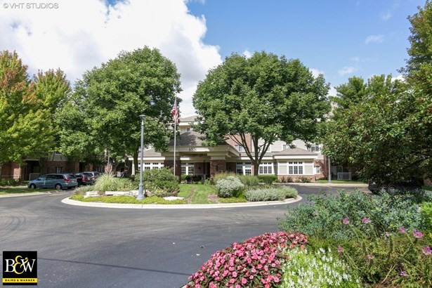 Condo - East Dundee, IL
