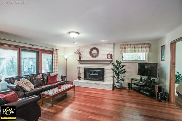 Traditional, Detached Single - Crystal Lake, IL (photo 5)