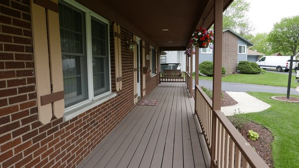 Colonial, Detached Single - Woodridge, IL (photo 2)