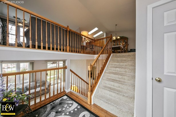 Townhouse - Willowbrook, IL (photo 2)