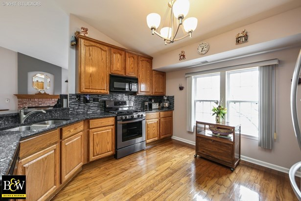 Townhouse - Willowbrook, IL (photo 4)