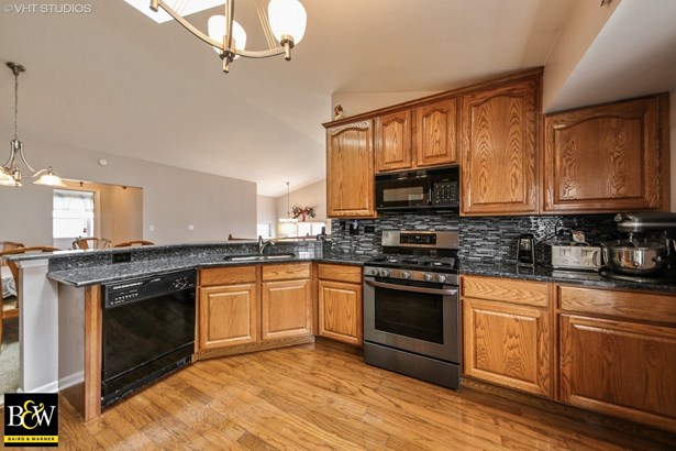 Townhouse - Willowbrook, IL (photo 5)