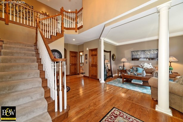 Traditional, Detached Single - South Elgin, IL (photo 2)