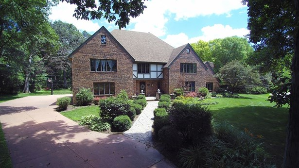 Tudor, Detached Single - Batavia, IL (photo 4)