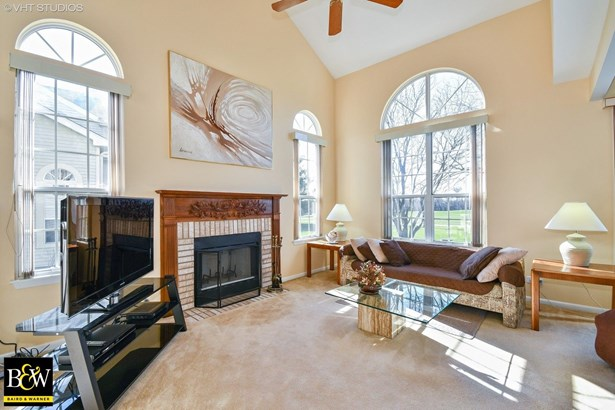 Townhouse - Glendale Heights, IL (photo 2)
