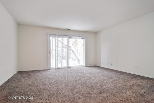 Condo - Schaumburg, IL (photo 2)