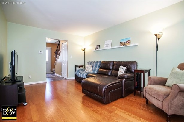 Townhouse - Glendale Heights, IL (photo 4)