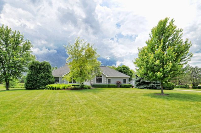 Ranch, Detached Single - Wadsworth, IL (photo 2)