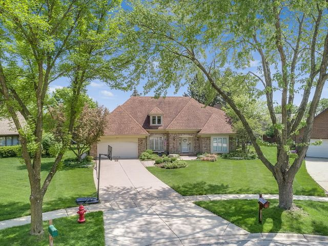 Detached Single, French Provincial - Darien, IL