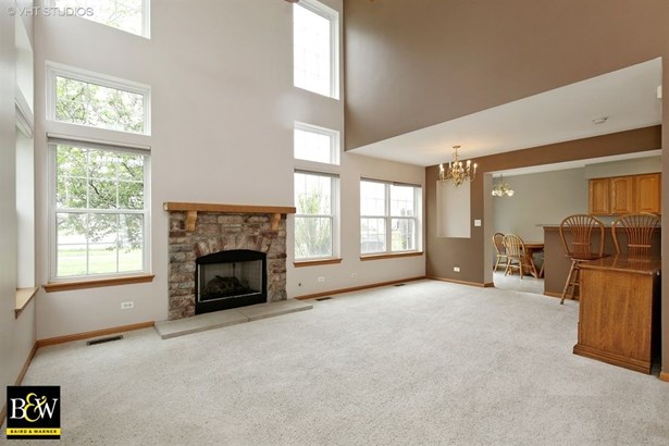 Townhouse - Pingree Grove, IL (photo 2)