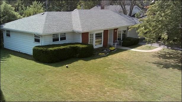Ranch, Detached Single - Lindenhurst, IL (photo 2)
